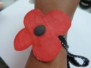 Pinless poppy wristlet
